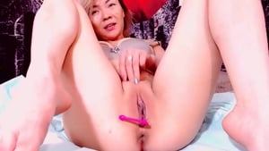 Cam Girl Makes Herself Happy And Wet